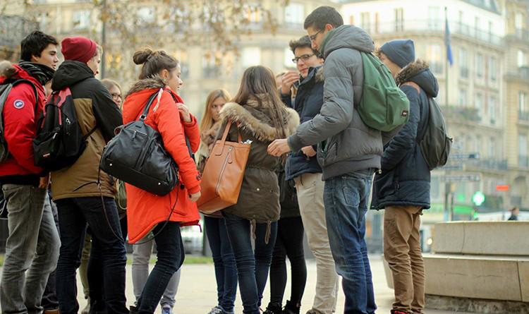 La surmortalité et les hospitalisations en France chez les adolescents souffrant d'une maladie chronique